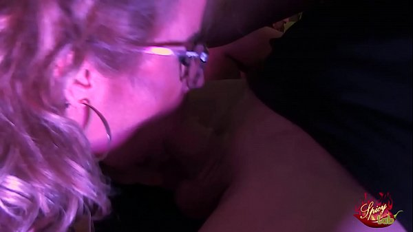 doppia coppia swinger in una mega orgia sul palco di SpicyLab a l Salon Erotico di Barcellona