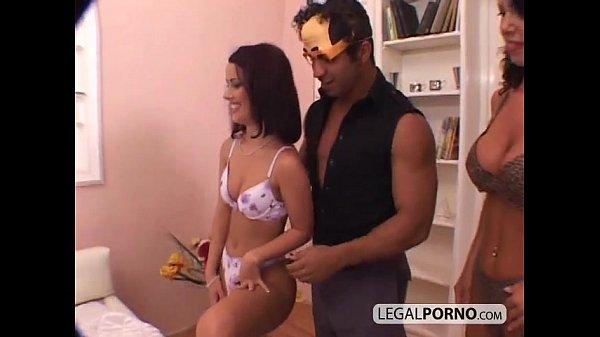 סרטון פורנו Two hot brunettes in a foursome with two large cocks GB-1-02