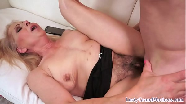 Fit gilf warms up for y. guys cock
