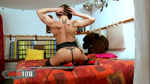 Muscular women getting naked alone on her webcam