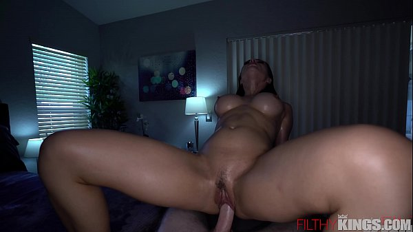 Sexual Busty Russian Crystal Rush Gets Oil Mass...
