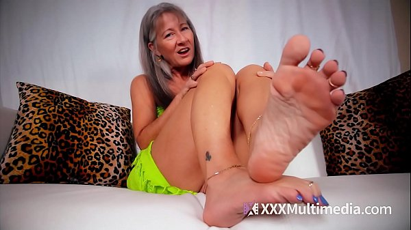 MILF Leilani Lei Shows Off Her Small Feet POV
