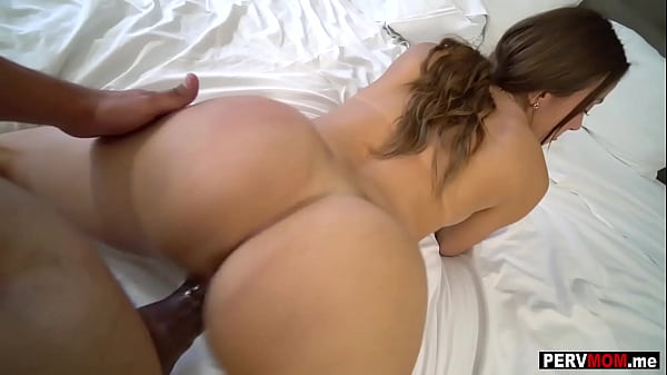 Latina stepmom Havana Bleu drilled from behind doggy