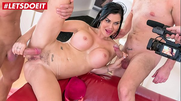 VIP SEX VAULT - Busty Milf Jasmine Jae Meets Two Big Cocks At Casting