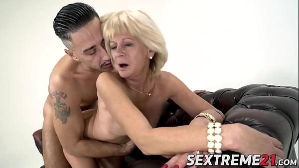 Cock adoring granny screwed hard before tasting warm jizz