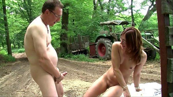 Dem Freier im Wald gefickt - Parkplatz - Amateur HD
