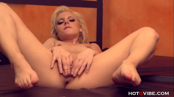 Petite Blonde Pipsqueak Squirts
