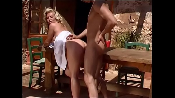 Holiday - Milf wake up and take a sunbath ... it ends with cum
