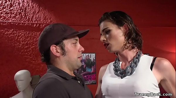 Toned tranny anal fucks delivery guy