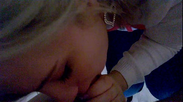 Young whore sucking cock