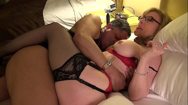 Nina Hartley gives Art Of Cunt Lick lesson at E...