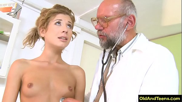 Older doctor f. sexy blonde to have oral sex