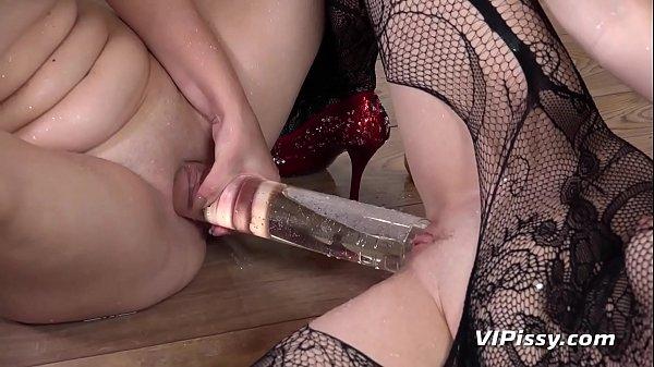 Lesbian Hardcore Pissing Thumb