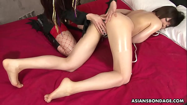 Shiori Natsumi likes to get forced to cum with sex toys