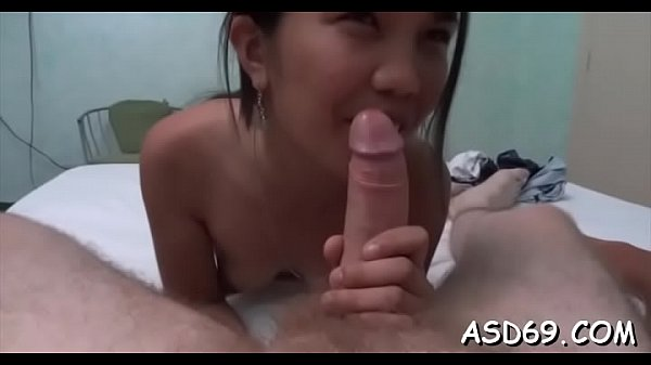 Oriental cutie blows shlong nicely Thumb