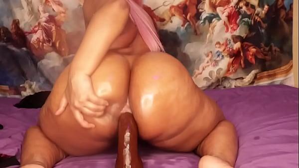 Karmin is a butt slut I love it