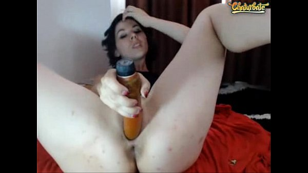Camslut toying both her holes