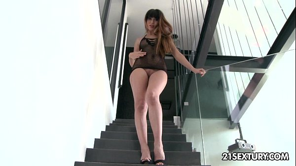Mona Kim's asshole enjoys some phallic anal att...