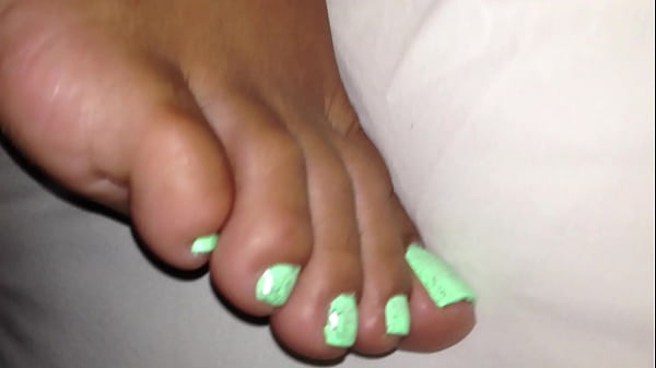 Cum on wifes s. feet Thumb