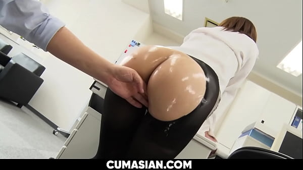 Secretary Fucked by her Boss in Leggings [UNCENSORED] Thumb