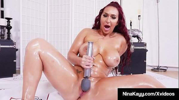 Juicy Wet Nina Kayy Rubs Her Plump Pussy With Hitachi & Cums