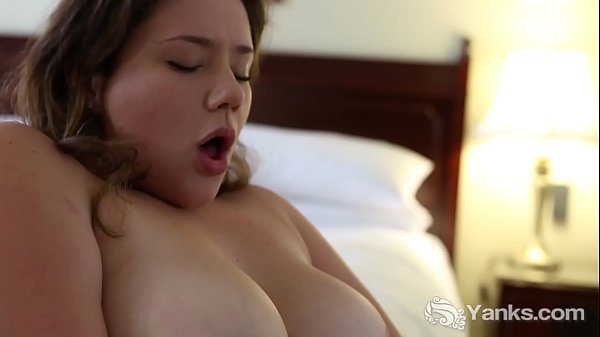 Voluptuous Yanks Minx Kimberlee Rose Toying Her Snatch