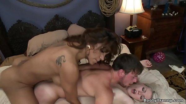 Shemale Jessy Dubai fucks couple