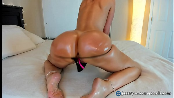 Beautiful Milf Shaking and Twerking Her Hot Ass Thumb