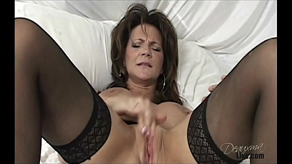 Deauxma plays with her big dildo and squirts