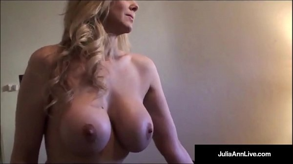 Ultimate MILF Julia Ann is stripping & trying o...