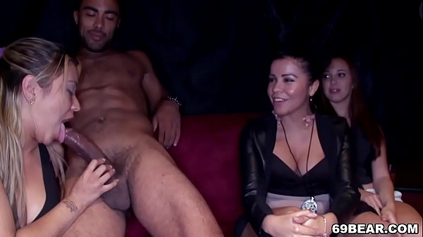 Crazy party girls suck male strippers