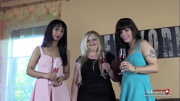 3 Bi-Girls brauchen Schwänze für Fick-Party Thumb