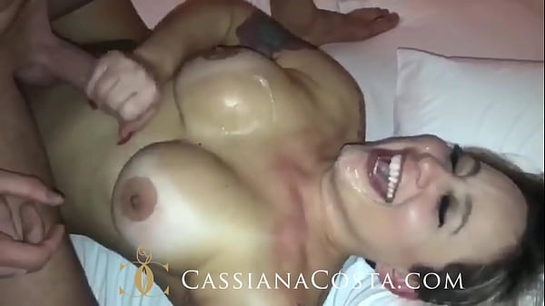 That hot sitting on the lap of the friend and then leitinho mouth! - https://onlyfans.com/cassianacosta