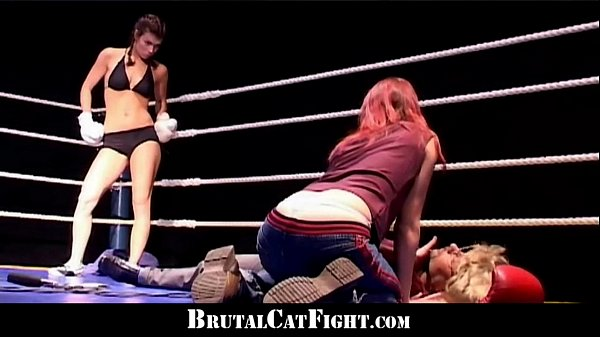 Cat fight and hard blowjob in the boxing ring Thumb