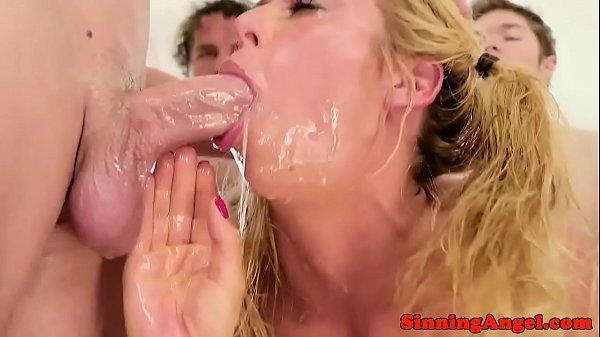 Deepthroating pornstar in bukkake action