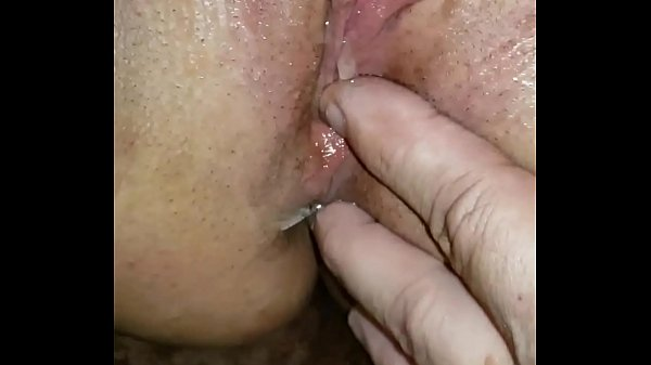 Making her pretty pussy pulsate - Hotsquirtcouple Thumb
