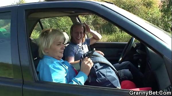 Blonde grandma getting doggy-fucked roadside