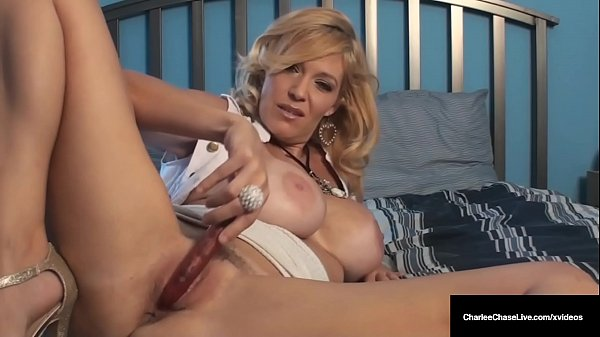 Mature Mommy Charlee Chase Vibes Her Cougar Clit To Orgasm!