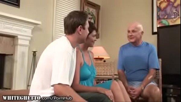 mujer follada delante de su marido