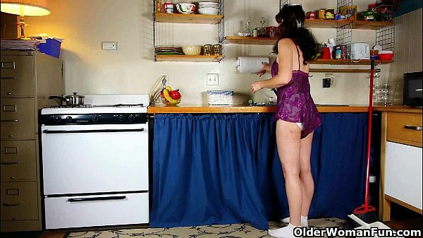 Mom's kitchen is a hotbed of horniness 2