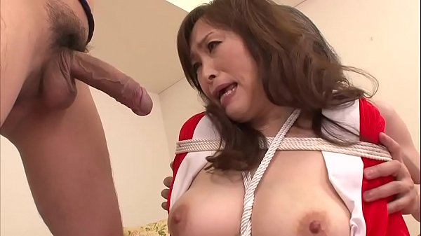 MIlf bouned in threeway blowjob for this mature slut