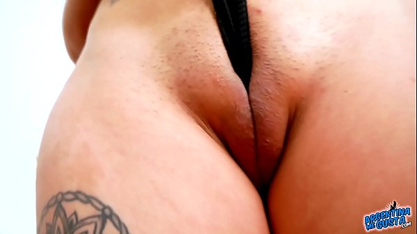Huge Cameltoe Puffy Pussy Teen In Super Tight D...