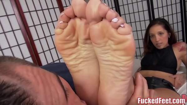 Cute Teen Stefania Mafra Gives Amazing Footjob! Thumb