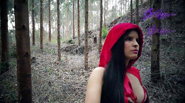 Caperucita Roja Tatiana Morales se pierde en bosque y se la come el lobo halloween especial Thumb