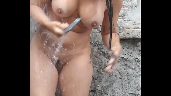 Esposa tomando banho gostosa