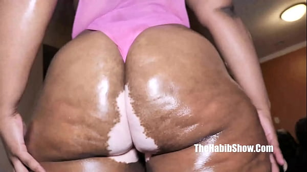OMG so damm thick newbie LiyahtheBunni fucks Stretch3x