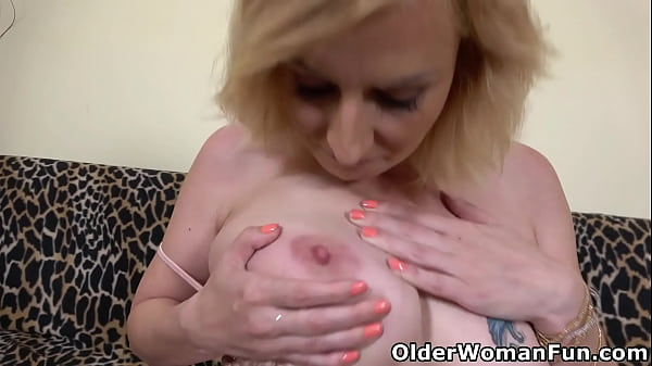 Luscious mature Kaylea sure knows how to pleasu...