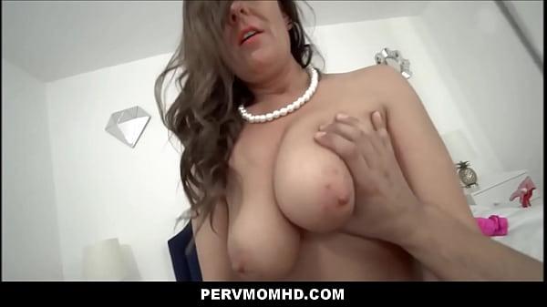 Big Ass Big Tits MILF Aunt Elexis Monroe Family...