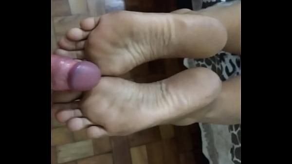 Cheirando e gozando nos pés
