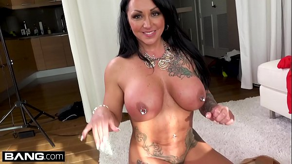 Latina MILF Ashton Blake flashes her pussy in a public park Thumb